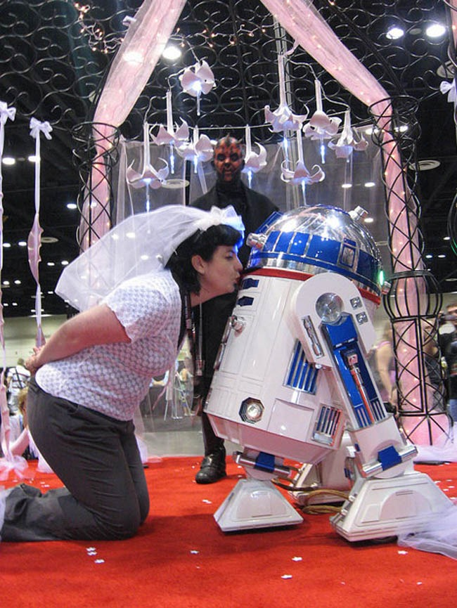 r2d2_married