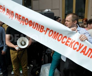 1368571878-religious-people-demand-a-ban-on-gay-parade-in-kiev_2053311