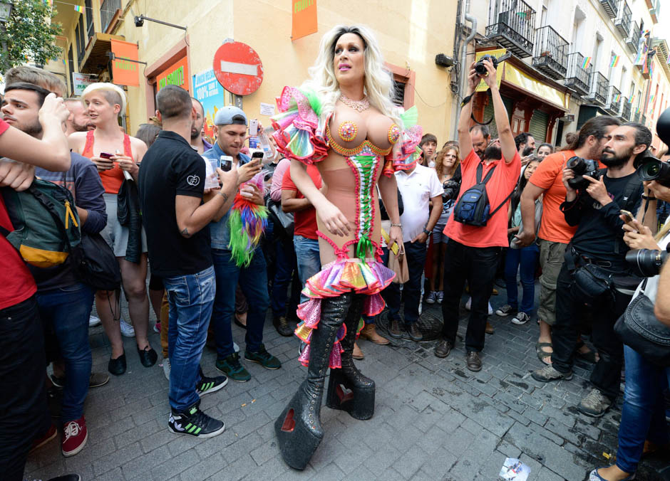SPAIN-GAY-PRIDE-RACE-HIGH-HEELS